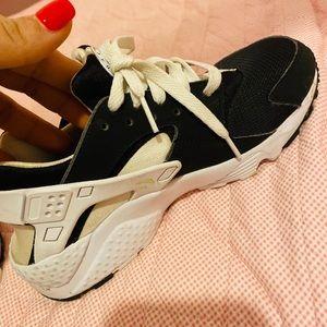 Nike shoes/Huaraches